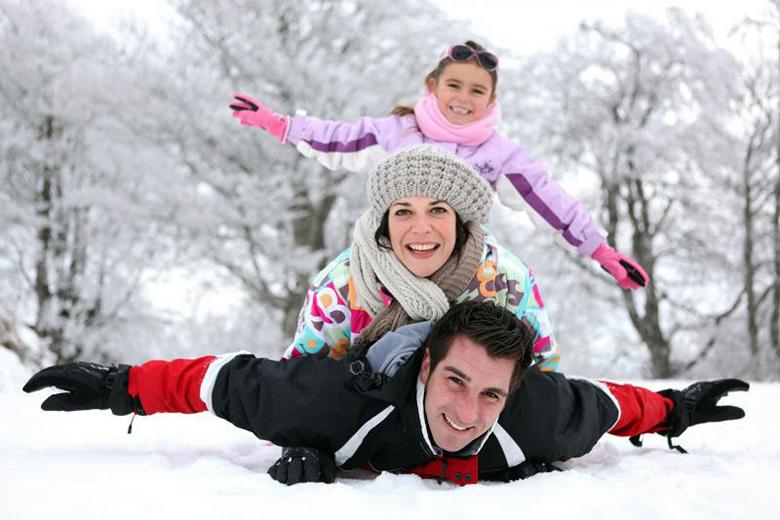rodzina_na_sniegu