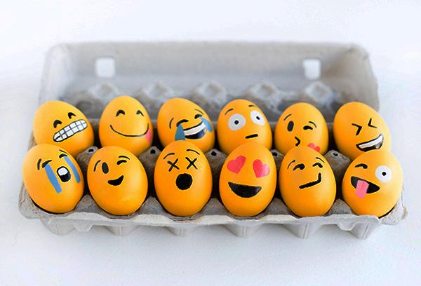 Яйца-смайлики на Пасху