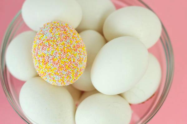 Яйца в кондитерской присыпке